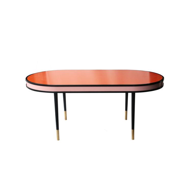 IKB20250061 Mesa de comedor lacada en varios colores con pata terminada en latón. España, 2016-2