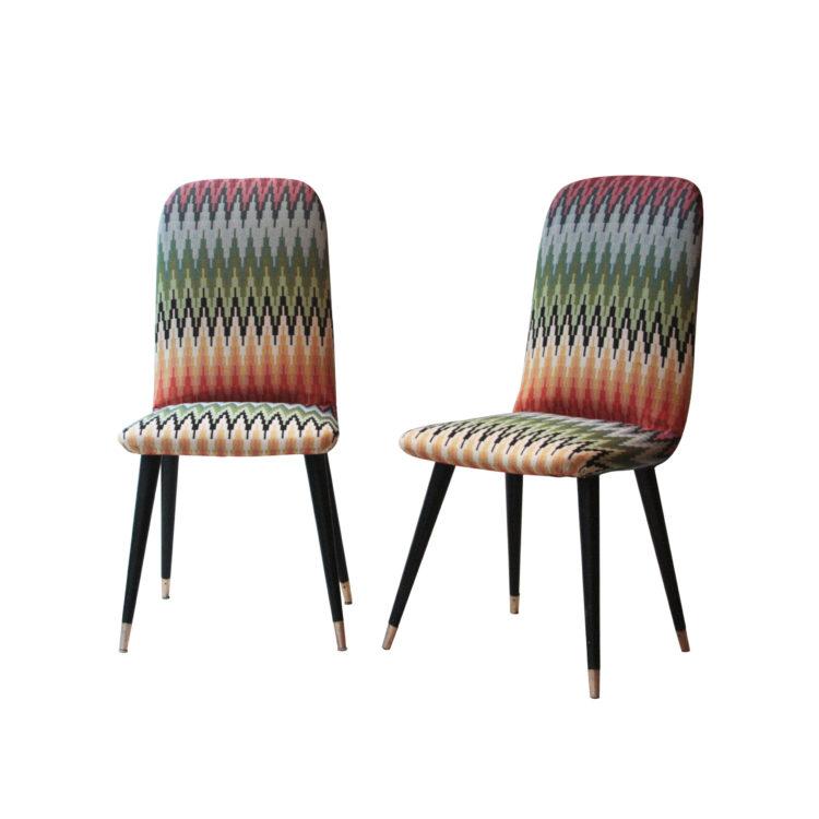 IKB22400052 Pareja de sillas tapizadas con pata terminada en latón. Italia, 1950-1
