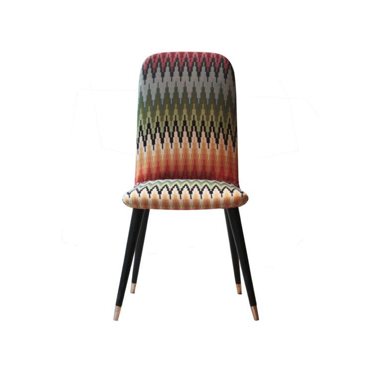 IKB22400052 Pareja de sillas tapizadas con pata terminada en latón. Italia, 1950-2