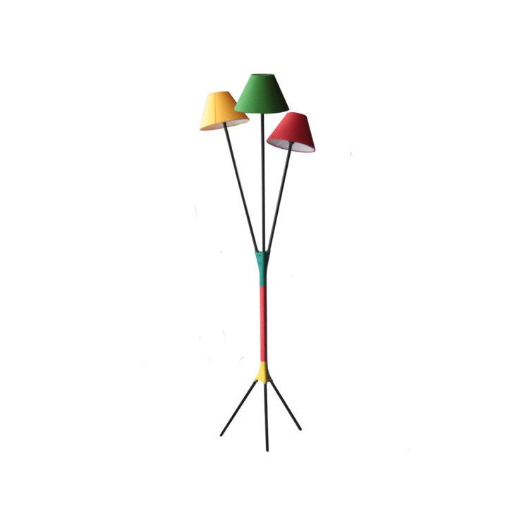 IKB19220033 Lámpara de pie con pantallas de tres colores 1