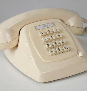 Mobiliario-Vintage-Madrid-Teléfono-IKB22220012