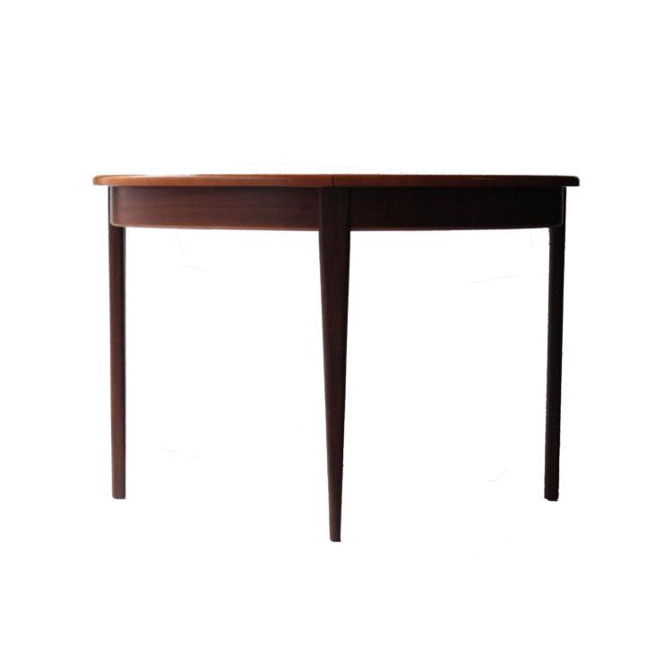 IKB20250032 Mesa de comedor redonda de madera de palisandro, extensible. Italia, 1950-2