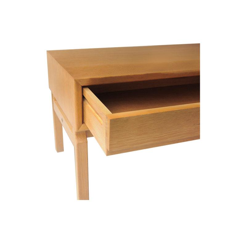 IKB20250046 Mueble bajo auxiliar de madera de roble macizo biselado 4